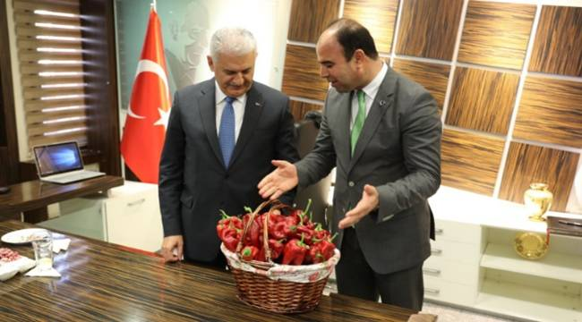 Başbakan Yıldırım'a Urfa İsot'u hediye edildi
