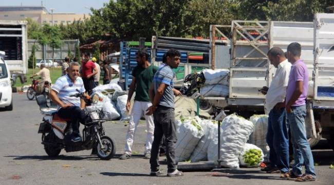 Bayram'da kapalı olan hal pazarı üreticileri zor duruma düşürdü