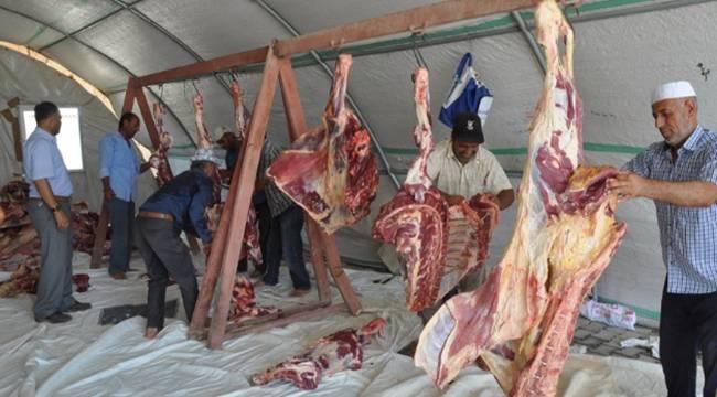 Çadır kentteki yetimlere kurban eti dağıtıldı