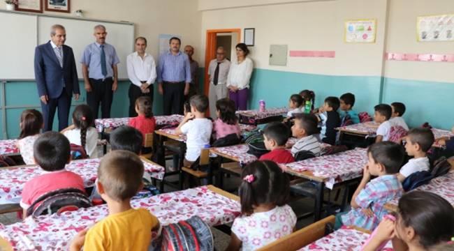 Demirkol, Ahmet Yesevi İlkokulunda öğrencilerle buluştu-Videolu Haber