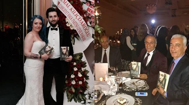 Genç çiftten davetlilere Roza hediyesi