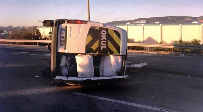 Mevsimlik işçilere ait minibüs devrildi, 11 yaralı