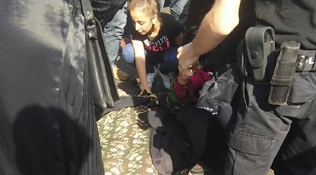 Şanlıurfa'da Anne ile oğluna otomobil çarptı