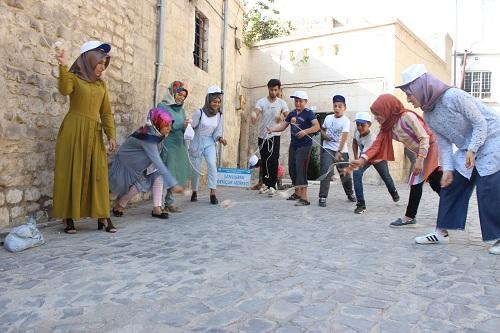 Sokak oyunları Türk ve Suriyeli çocukları bir araya getirdi