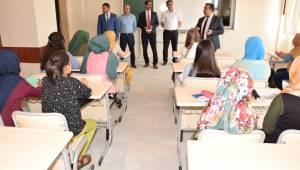 Suriyeli çocuklar Türk arkadaşlarıyla birlikte eğitim görüyor