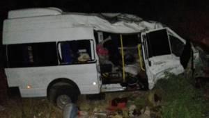 Tarım işçilerini taşıyan minibüs yoldan çıktı, 17 yaralı