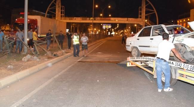 Tır'ın sıkıştırdığı araç takla attı, yaralıya vatandaş müdahale etti