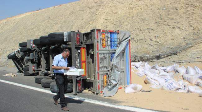 Urfa'da tonlarca kepek yola saçıldı