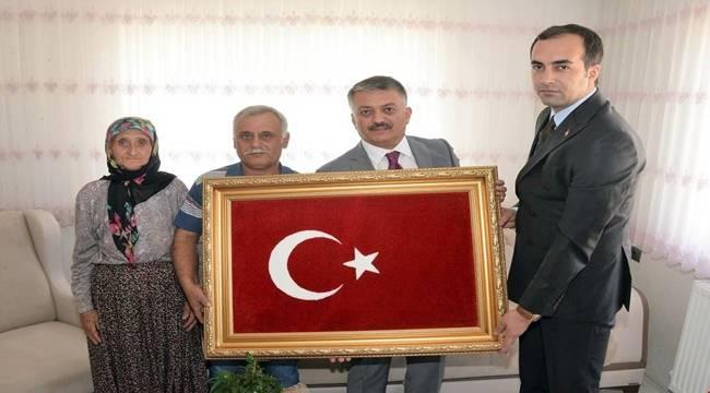 Yazıcı, şehit Tayfun Meşe'nin ailesini ziyaret etti
