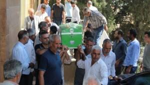 Anne ve oğlunun cenazesi aynı tabutta götürüldü