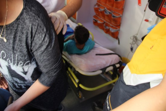 Asansörün kapısına sıkışan çocuğu itfaiye kurtardı