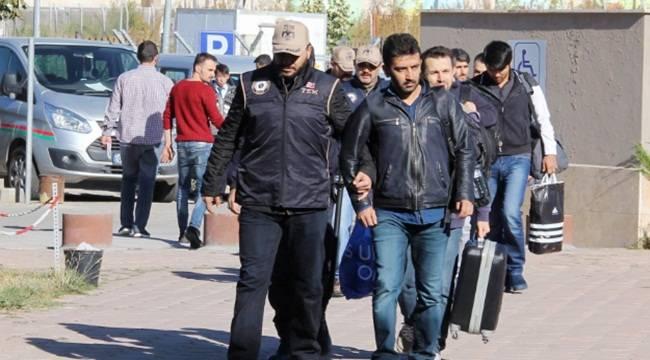 FETÖ'den 5 asker tutuklandı