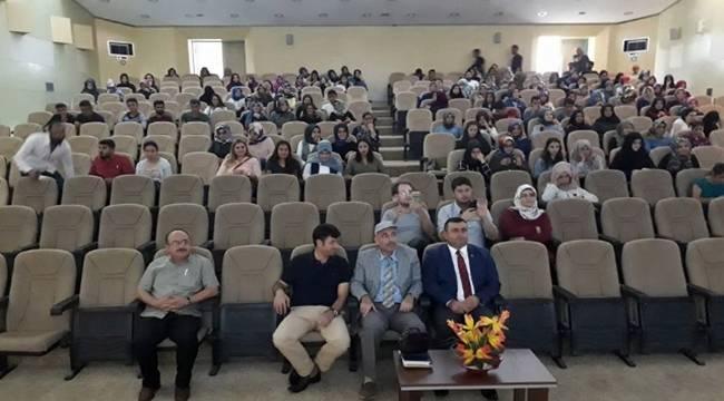 Klasik Türk Şiirinden Esintiler konferansı düzenlendi
