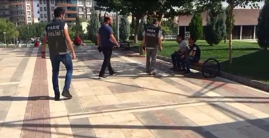Okul çevrelerinde kontrol: 11 aranan şahıs yakalandı
