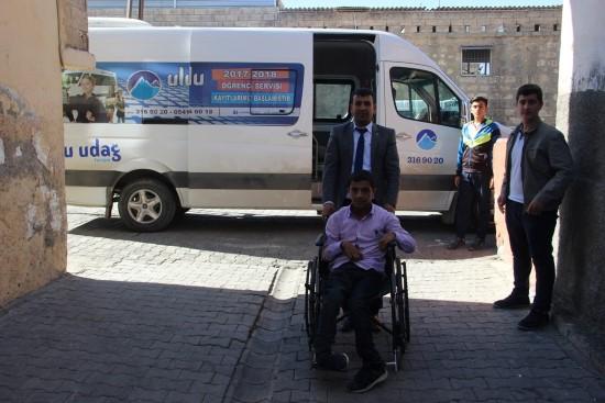 Servislerin almadığı engelli öğrenci artık okula gidebiliyor-Videolu Haber