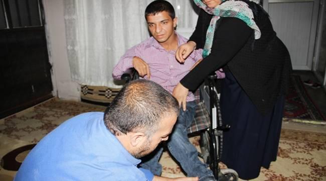 Servislerin almadığı engelli lise öğrencisi okula gidemiyor