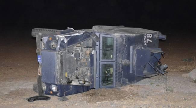 Siverek'te polislerin bulunduğu araç takla attı