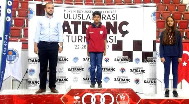 Uluslararası satranç turnuvasında büyük başarı
