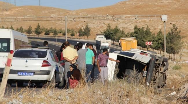 Urfa'da işçi servisi devrildi, 14 yaralı