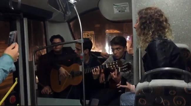 Urfa'da Otobüste Canlı Müzik Keyfi- Videolu Haber