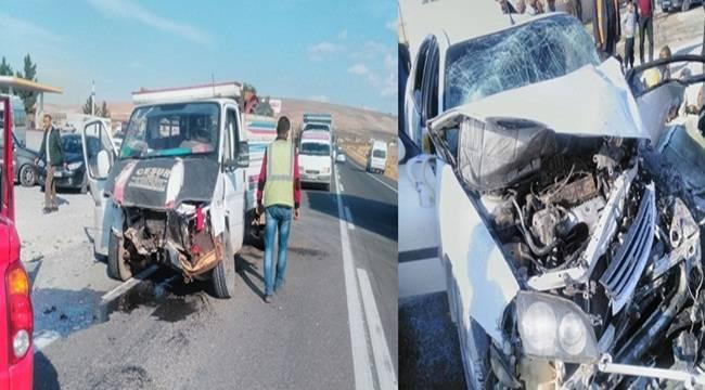 Birecik'te Kamyonet ile otomobil çarpıştı, 7 yaralı