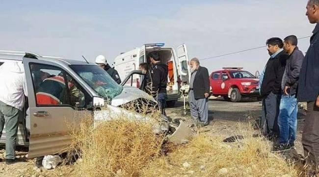 Hafif ticari araçlar çarpıştı, 2 yaralı
