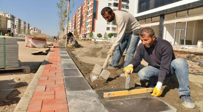 Kamışlo Bulvarı'nda kaldırım çalışmaları devam ediyor