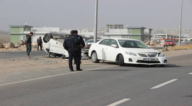 Maşuk'ta 2 araç çarpıştı, biri takla attı, 3 Yaralı