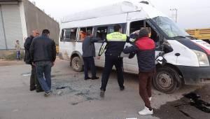 Öğrenci Servisi Kaza Yaptı, 15 Yaralı