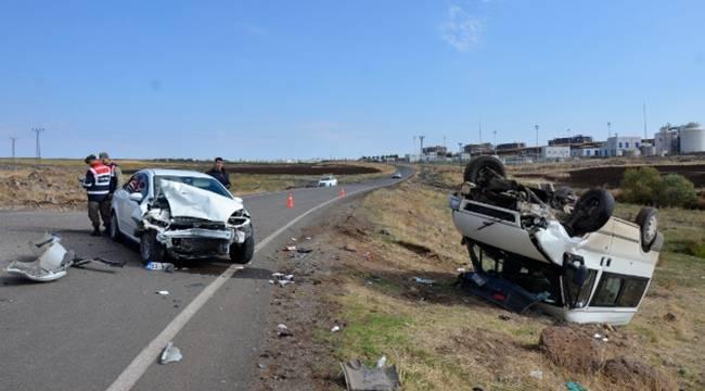 Siverek'te otomobil ile minibüs çarpıştı,3'ü çocuk 5 yaralı