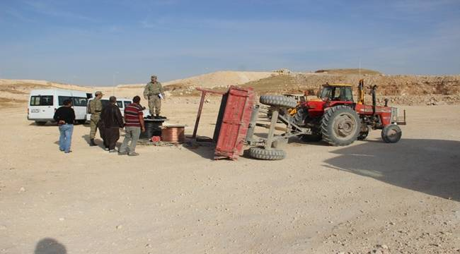 Urfa'da işçileri taşıyan traktör devrildi, 8 yaralı