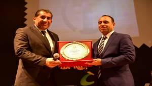 Yılın Belediye Başkanı Ödülünü Menderes Atilla Aldı