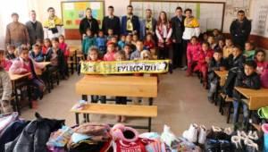 Genç Fenerbahçelilerden Harranlı öğrencilere yardım