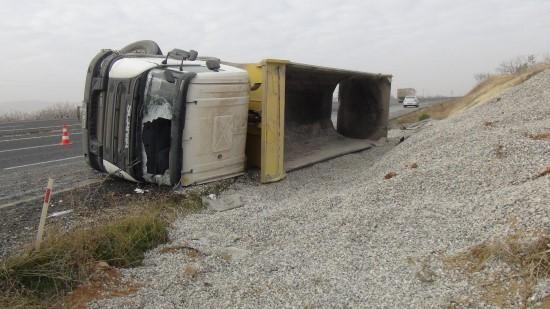 Hafriyat kamyonunun sürücüsü hayatını kaybetti