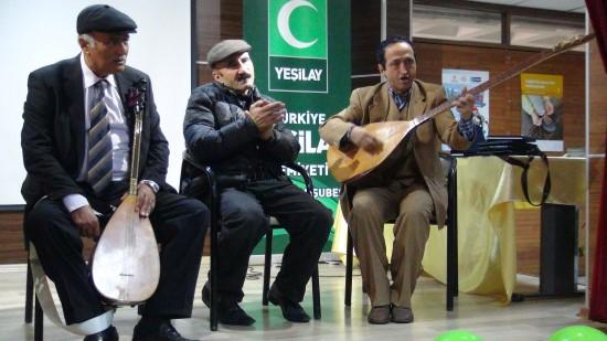 Madde bağımlılıklarının zararlarını türkülerle anlatıyorlar