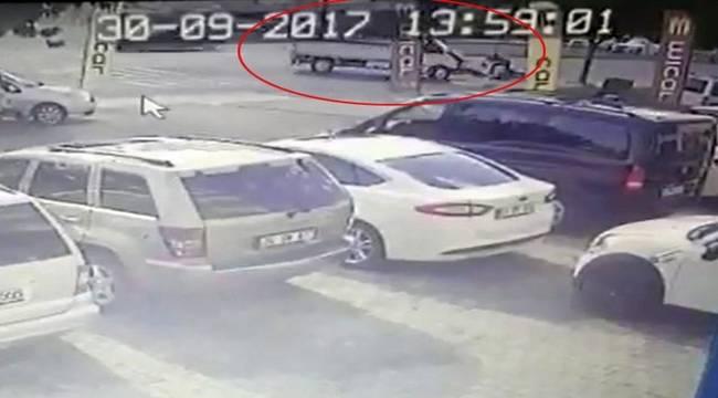 Motosiklet kamyonete çarptı