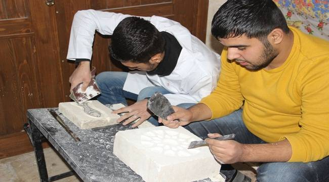 Osmanlı dönemine ait Urfa mimarisini taşlara işliyor
