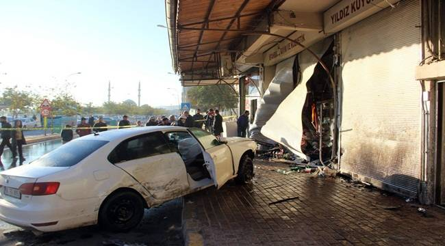 Otomobil okula giden öğrencilerin arasına daldı, 1 ölü, 1 yaralı