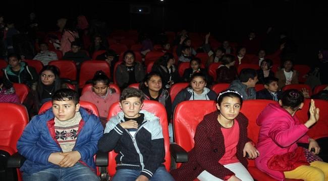 Siverek'te öğrenciler sinema ile tanıştı