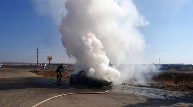 Suruç'ta Seyir halindeki otomobil küle döndü
