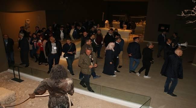 Turizm acente temsilcileri Urfa'da tarihe yolculuk yaptı-Videolu Haber