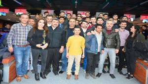 Gazeteciler Bowling Turnuvasında Stres Attı