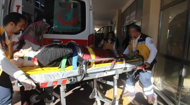 Urfa'da Otomobil Kucağında Bebeği olan Anneye Çarptı