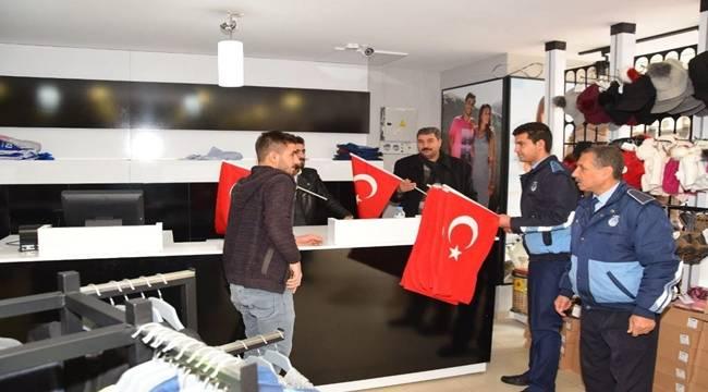 Viranşehir'de 15 Bin Türk Bayrağı Dağıtıldı