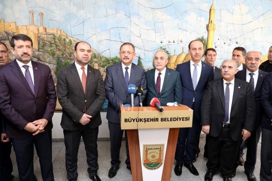 Bakan Özhaseki Şanlıurfa'daki belediyeciliği takdir etti