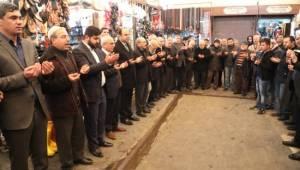 Binlerce yıl süren gelenekte eller Mehmetçik için kalktı