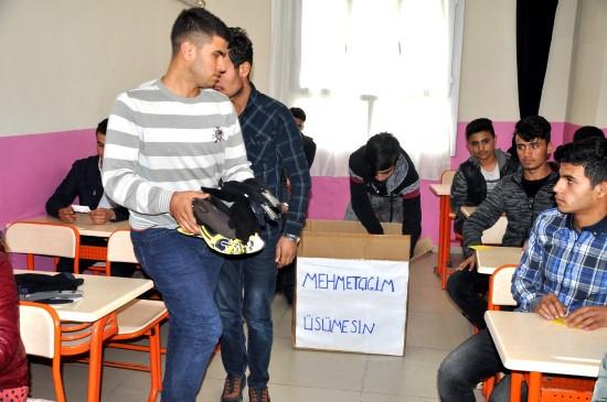 Suriye sınırında Mehmetçiğe sevgi seli
