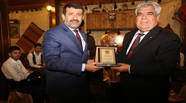 Türkiye Futbol Antrenörleri Derneğinden Ekinci'ye Plaket