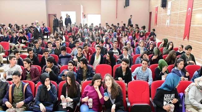 300 Öğrenci Ücretsiz Sinema Keyfi Yaşadı-Videolu Haber