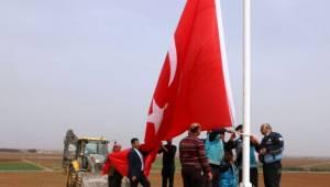 Akçakale'ye İki Dev Türk Bayrağı Dikildi